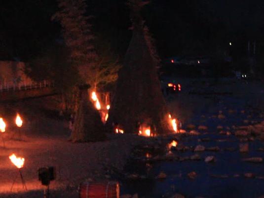 多摩源流祭り 夜の部 火をつける