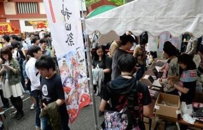 ラブライブとコラボで神田祭に若い熱気!  神社側「神社は参拝してもらうことが大事。若い方に来てもらえるアニメとのコラボはドンピシャだった」