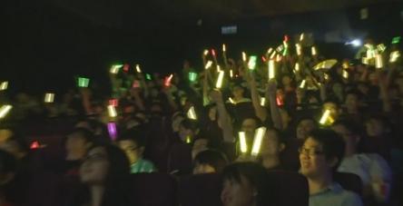 台湾のニュースで『劇場版ラブライブ!』絶叫上映の様子が紹介される! 向こうも日本と変わらないwwww
