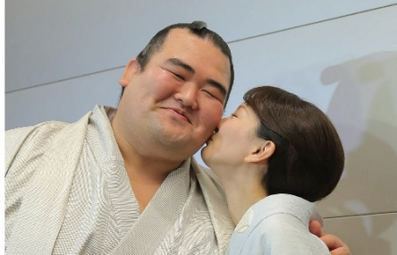 昨日優勝した琴奨菊関が「寝る前はジブリとか、YouTubeで取って聞きました」と発言! 違法ダウンロードの可能性も