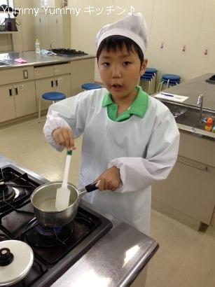 親子で楽しむ和食クッキング寒天溶かし中 ブログ用
