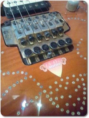 エレキギターをデコ