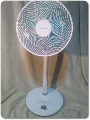 アイリスオーヤマDCモーター扇風機の全体像