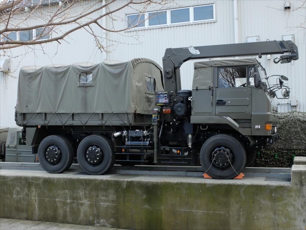 早くも軍用車両がズラリ_5