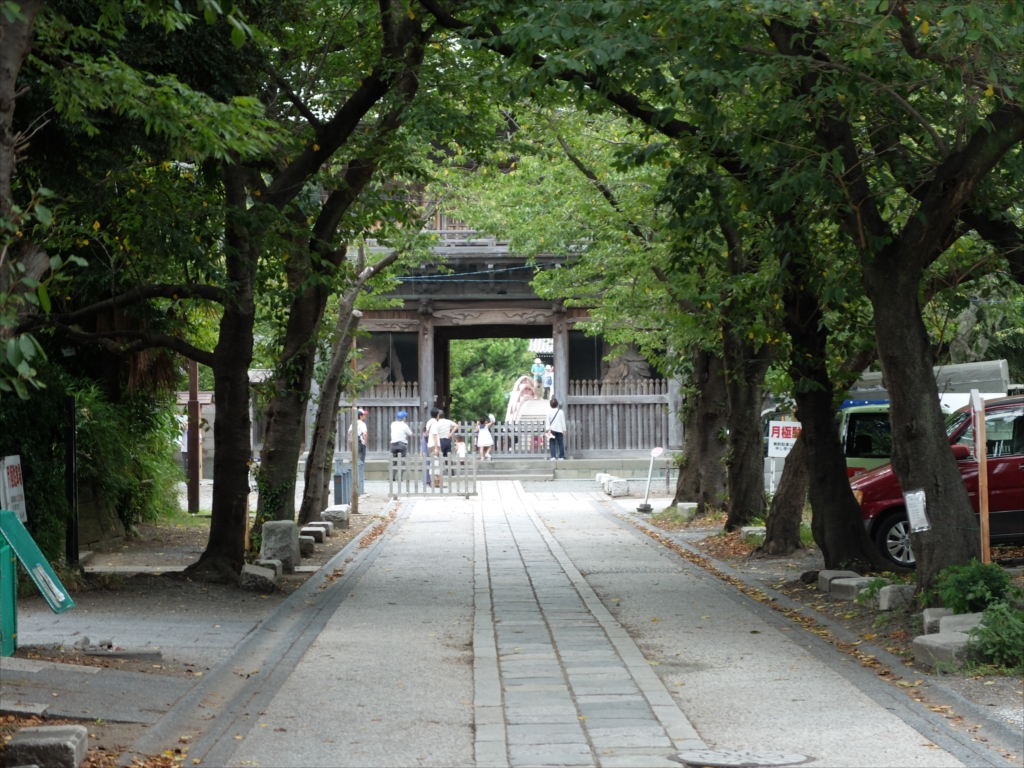 赤門の内側にある参道_3