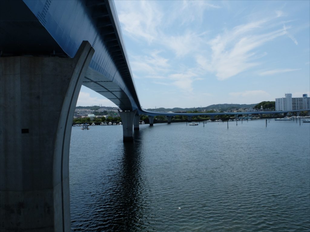 平潟湾を横断するシーサイドライン