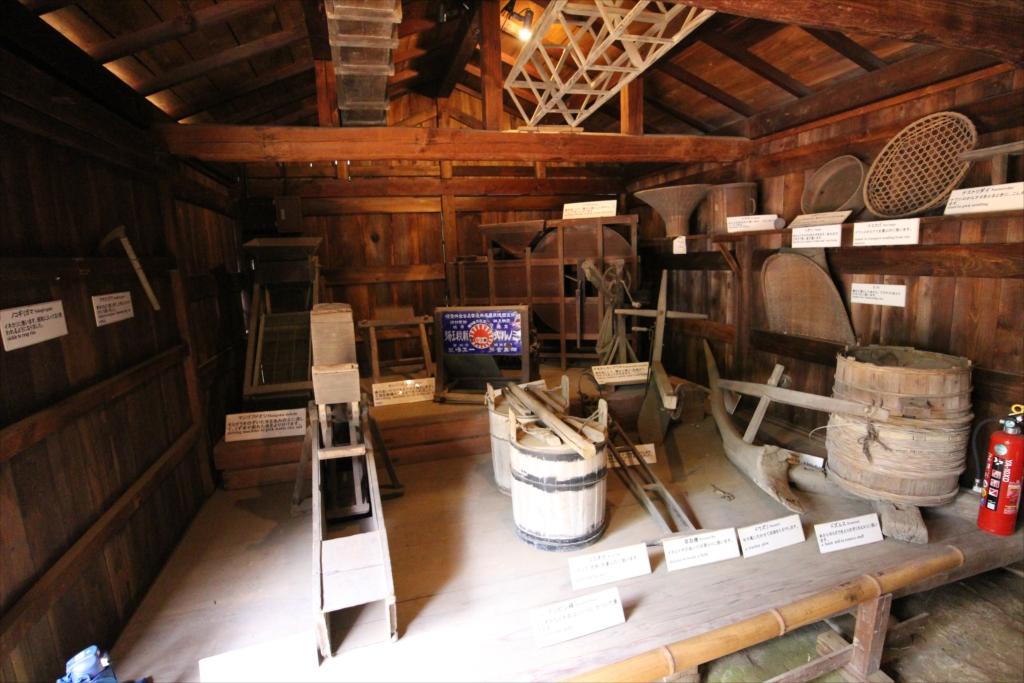 付属して展示されていた農機具小屋_1