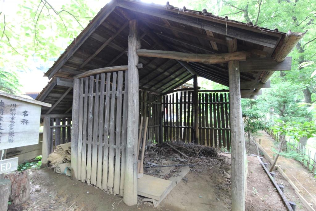棟持柱の木小屋_1