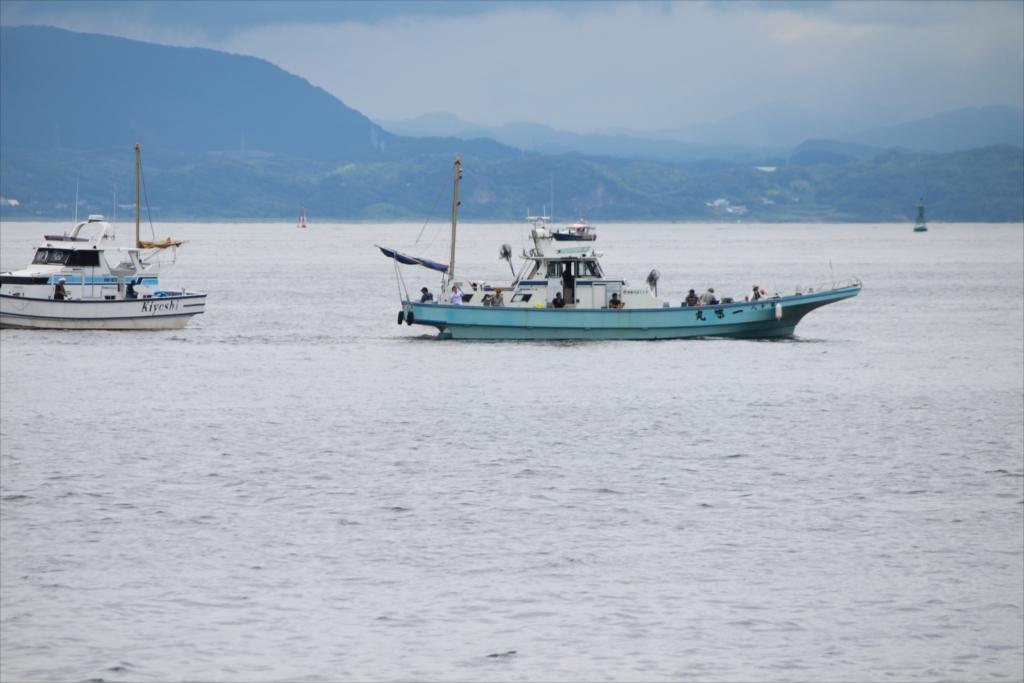 釣り船も見える_4