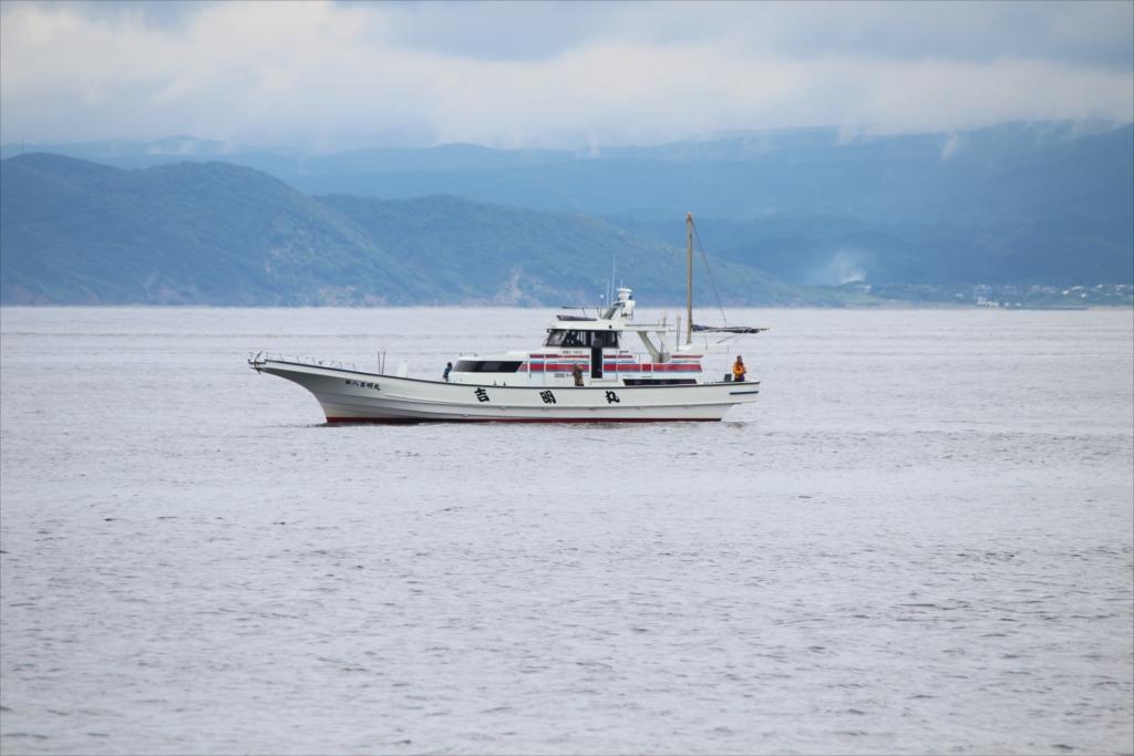 釣り船も見える_5