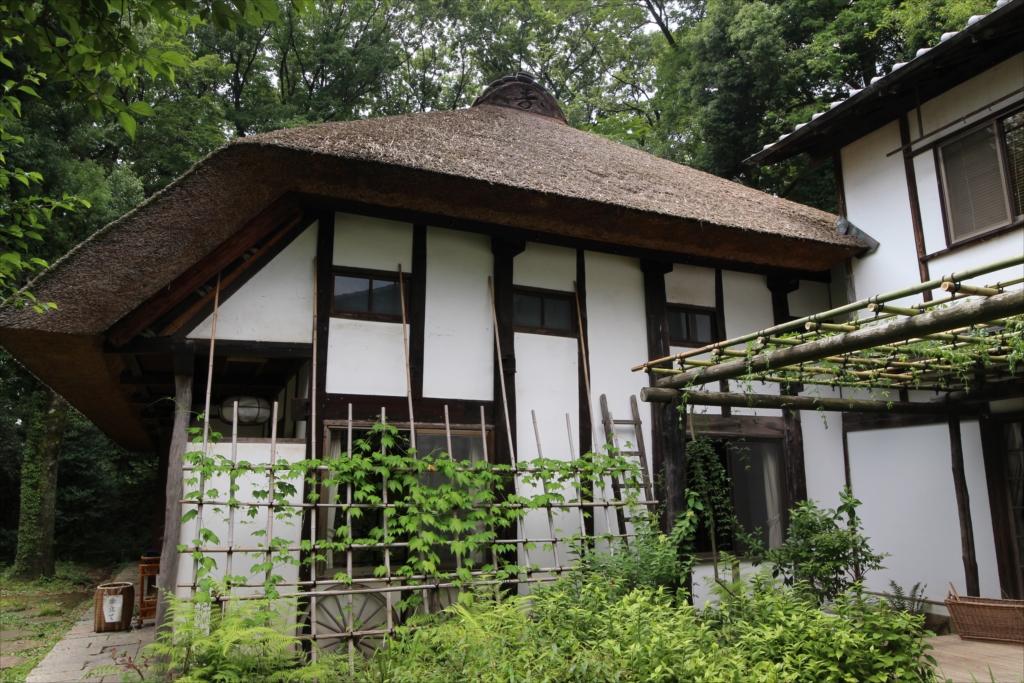 瓦屋根だと鬼瓦のある位置には、『壽』の字があしらわれている_2