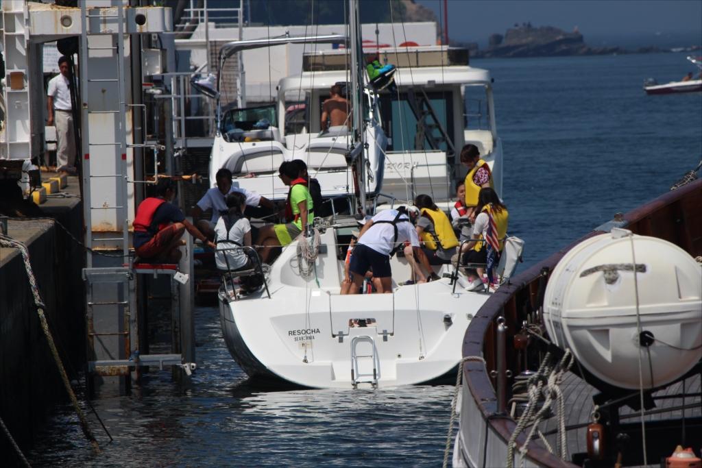 予定者全員が乗船後、更に吊り下ろす