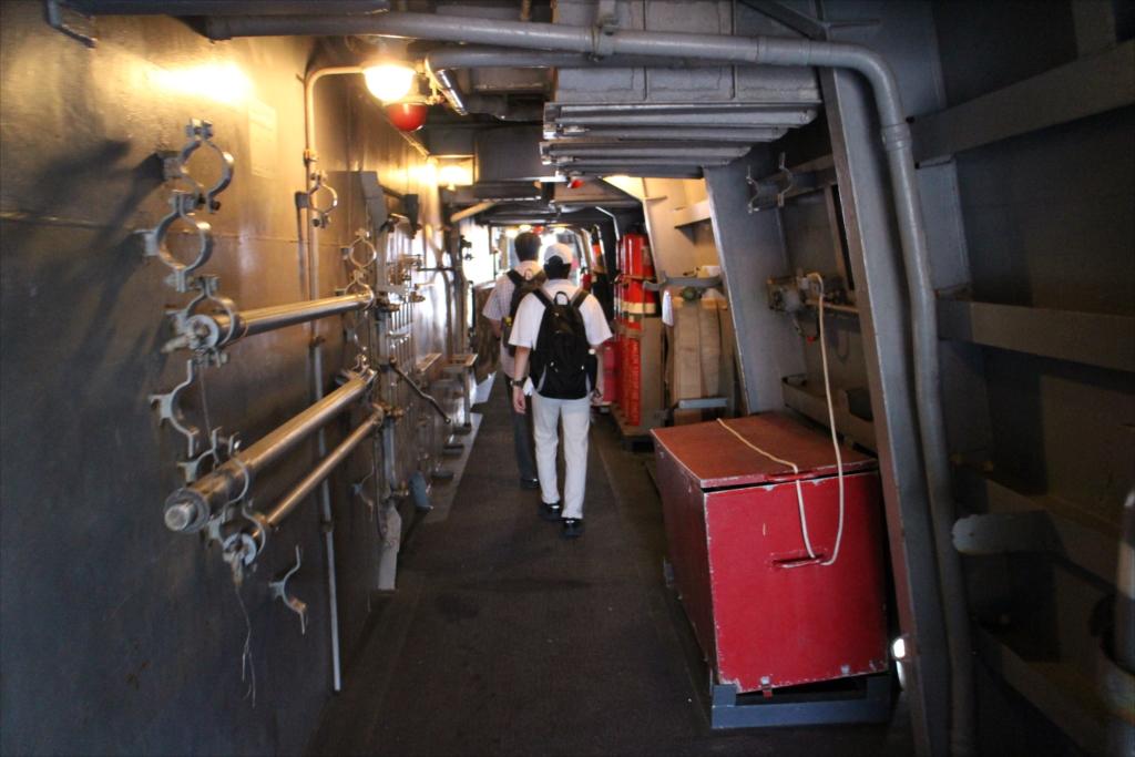 内側を通って船首部分に向かう_2