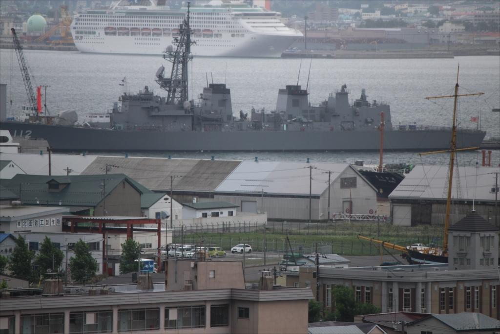 日本最初の洋式商用帆船『箱館丸』の一部が画面の右端に見えた