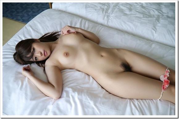 【美乳おっぱい】初美沙希のムッチリ無垢なマン毛全裸