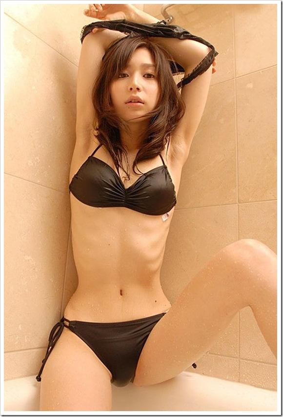 【腰のクビレ】色白美乳ギャルのウエストライン