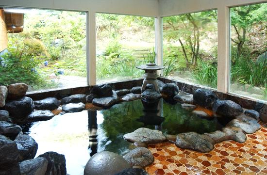 亀山湖嵯峨和の岩風呂