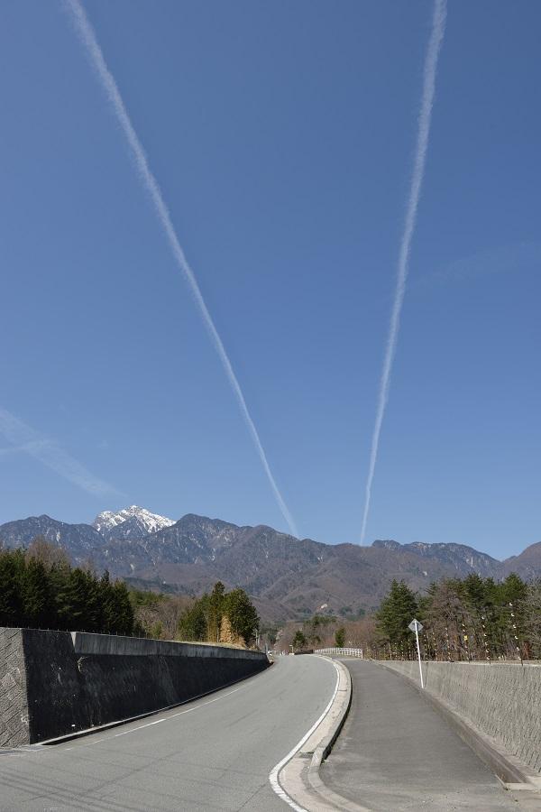 空に描いたVサイン