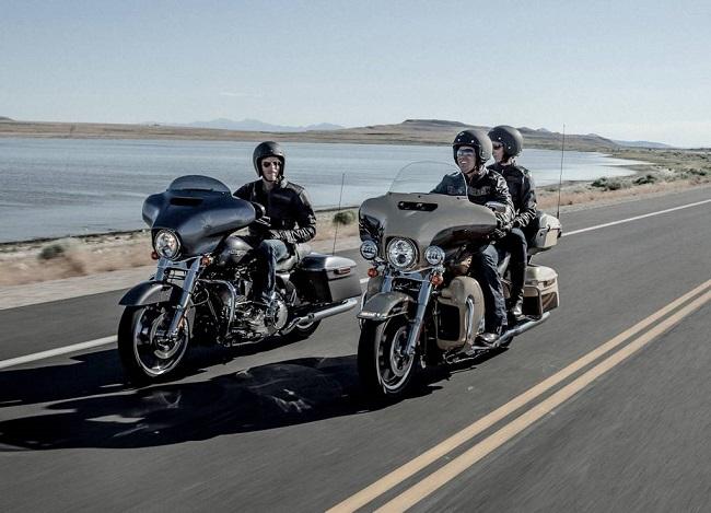 Harley-Davidson_Touring_FLH2.jpg