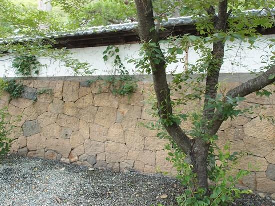 石積みの塀