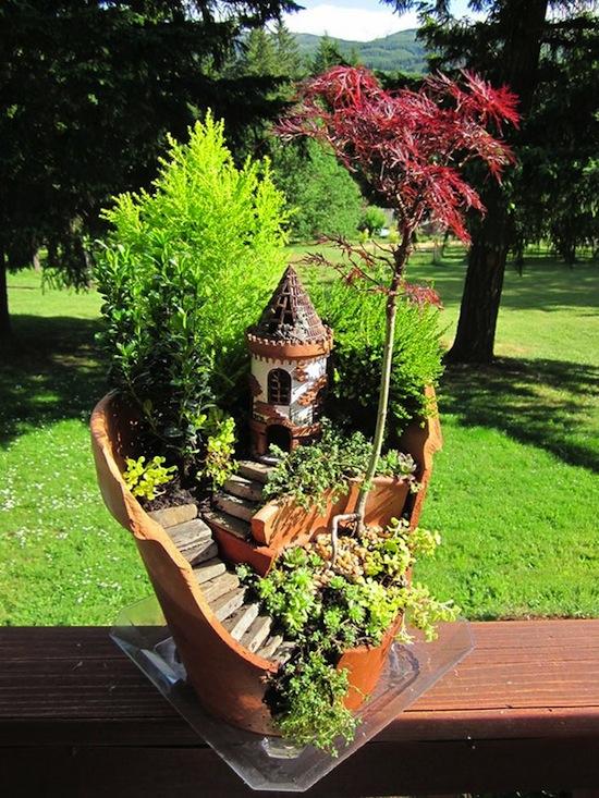 broken-pot-fairy-garden-02.jpg