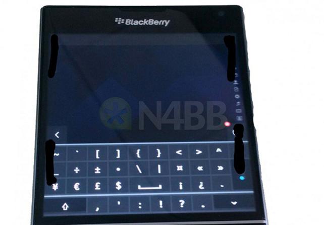Fotografata-la-tastiera-virtuale-del-BlackBerry-Passport-2.jpg