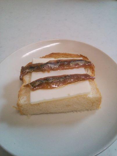 アンチョビバタートースト