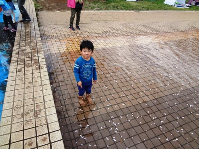 アルキメデスの泉で遊ぶ陸ちゃん