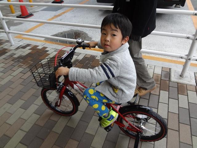 自転車に初めて乗る陸ちゃん