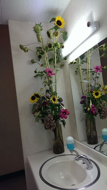 トイレで花は美しく、花にとっては、どうだったんだろう