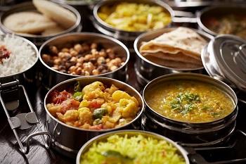 インドはお弁当もカレーなのね