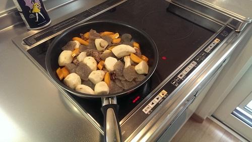 フライパンで煮ている