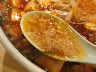 しのぶ 背油麻婆麺 スープ