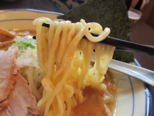 くいけん 味噌ラーメン 麺