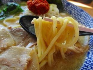 にくばか 味噌ラーメン 麺