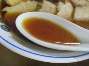 おおえど本店 醤油チャーシュー麺 スープ